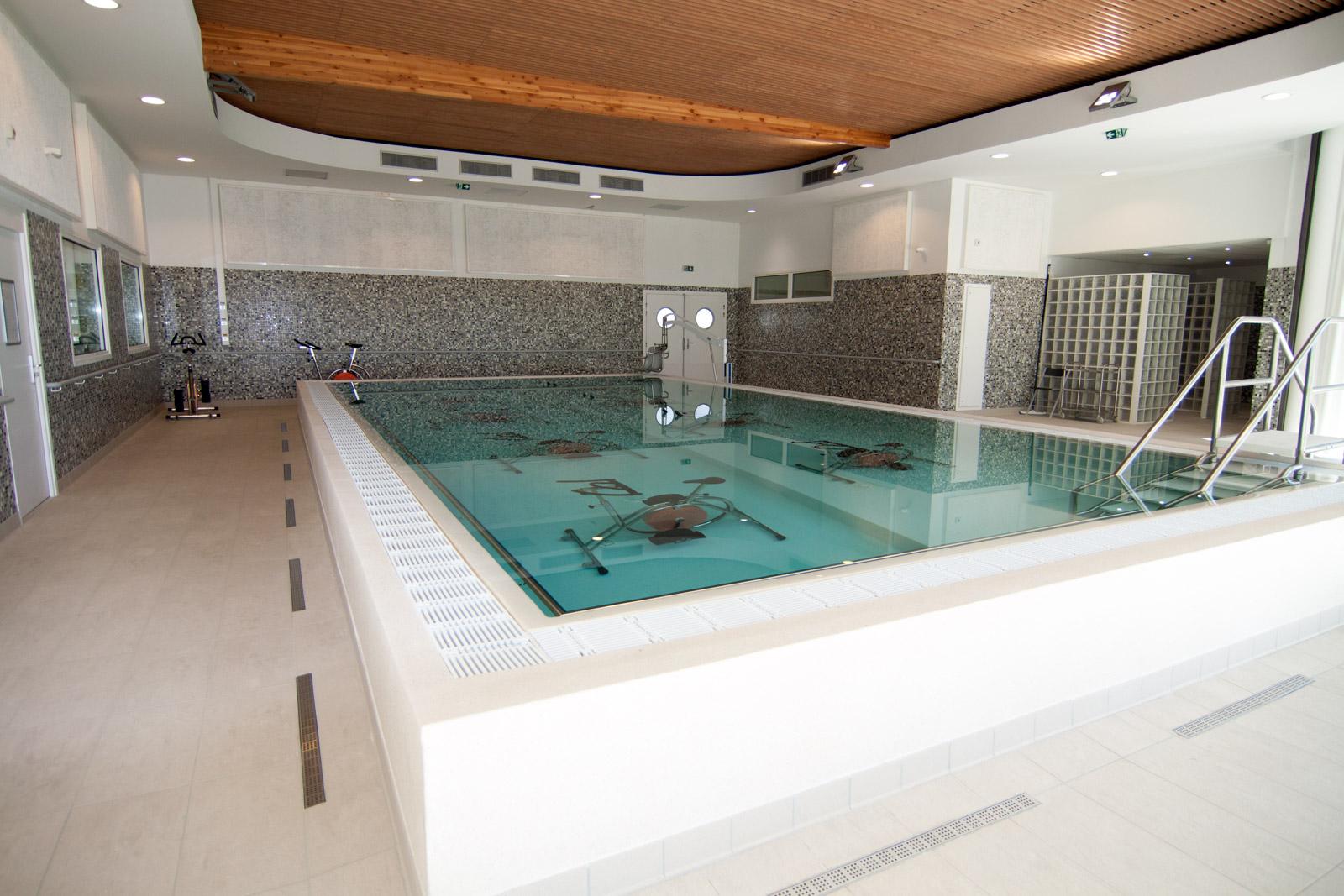 le sp cialiste de la piscine sur l 39 h rault et le gard cot bleu. Black Bedroom Furniture Sets. Home Design Ideas