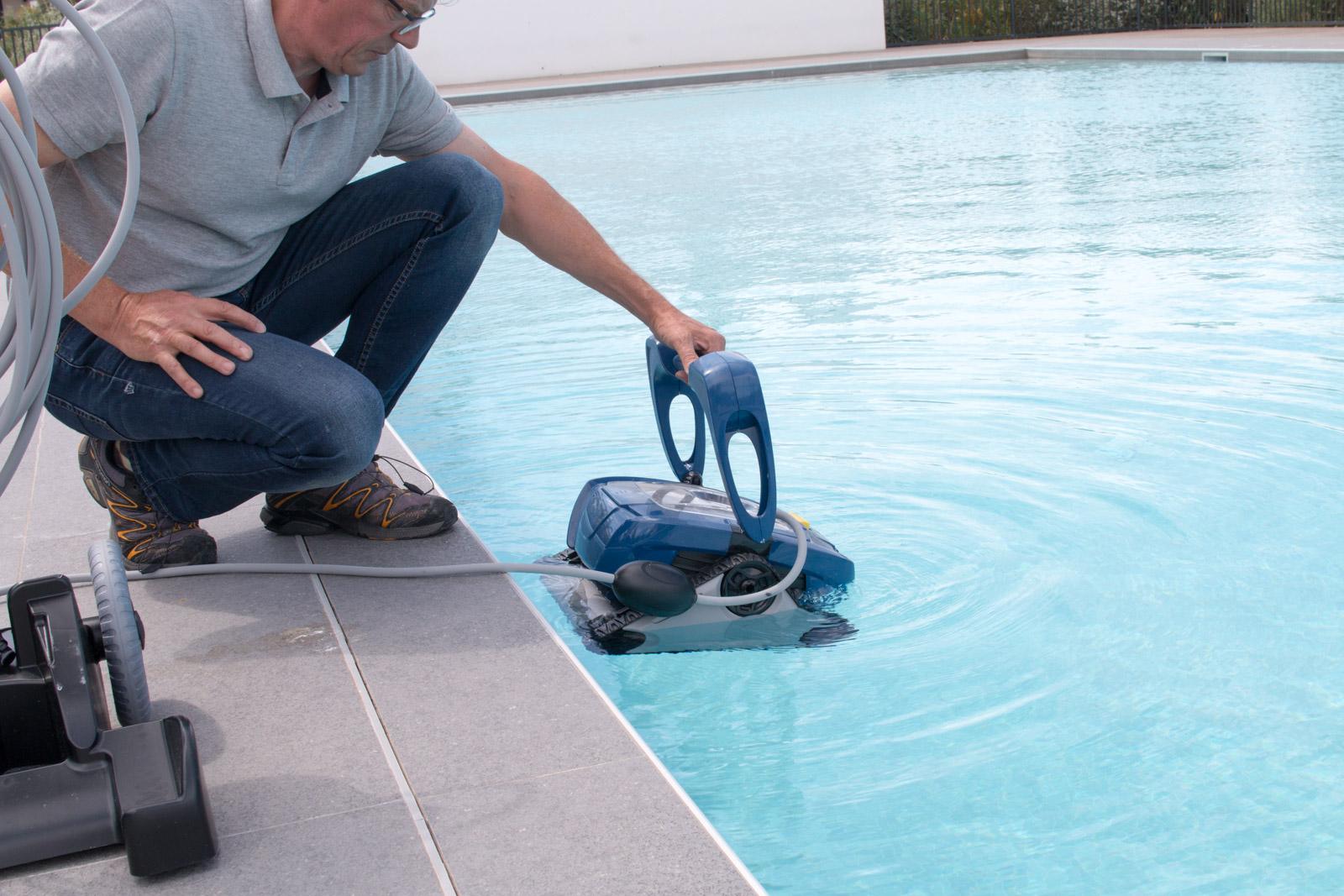 Mise en place d'un robot nettoyeur, à Palas-les-Flots (34)
