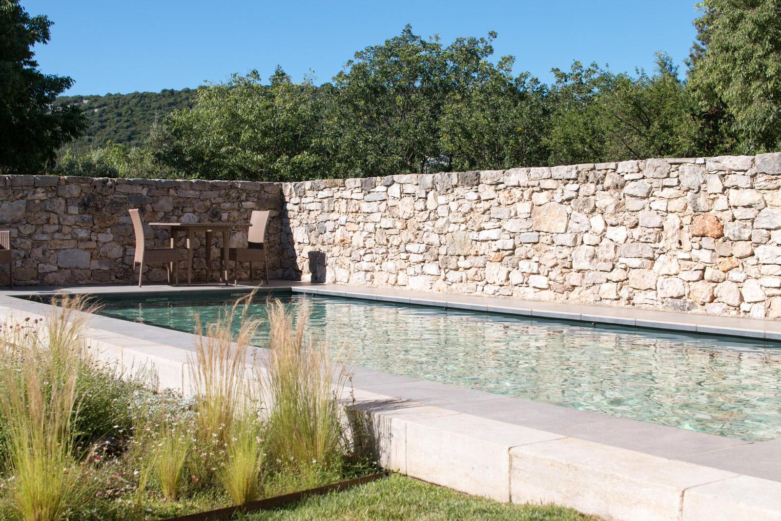 Une fois le fond mobile descendu, votre piscine est prête à vous accueillir