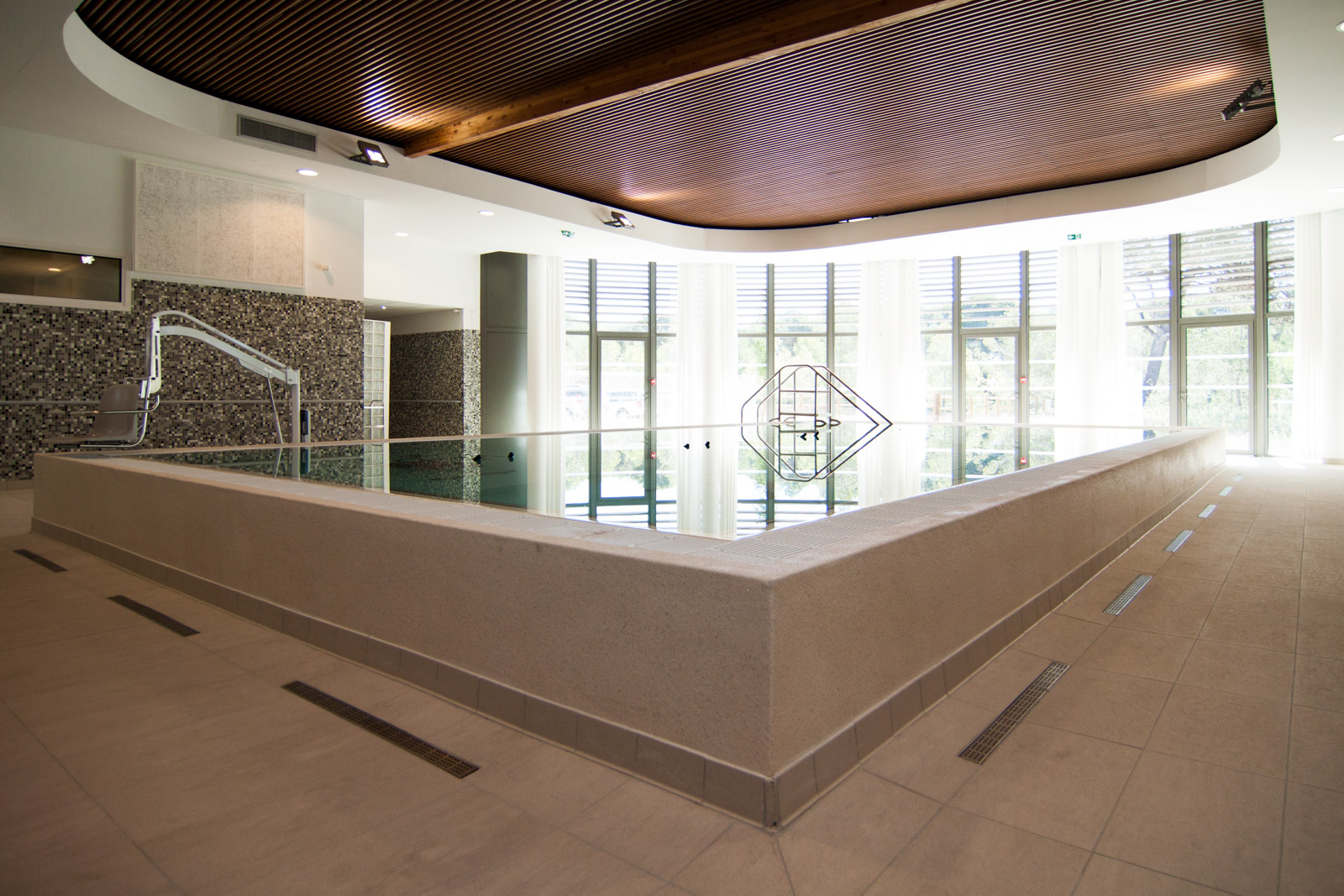 installation de piscine cot bleu. Black Bedroom Furniture Sets. Home Design Ideas